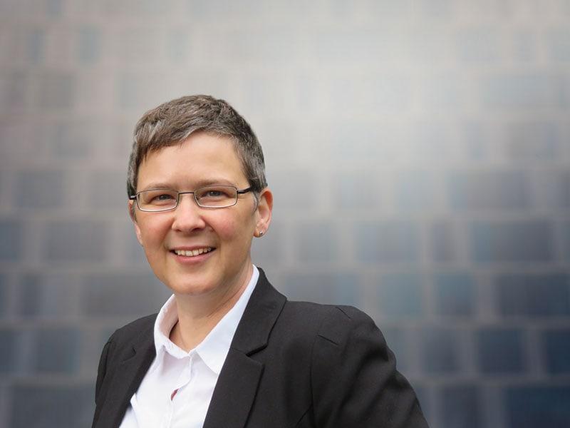Debra Peart (Geschäftsführerin)